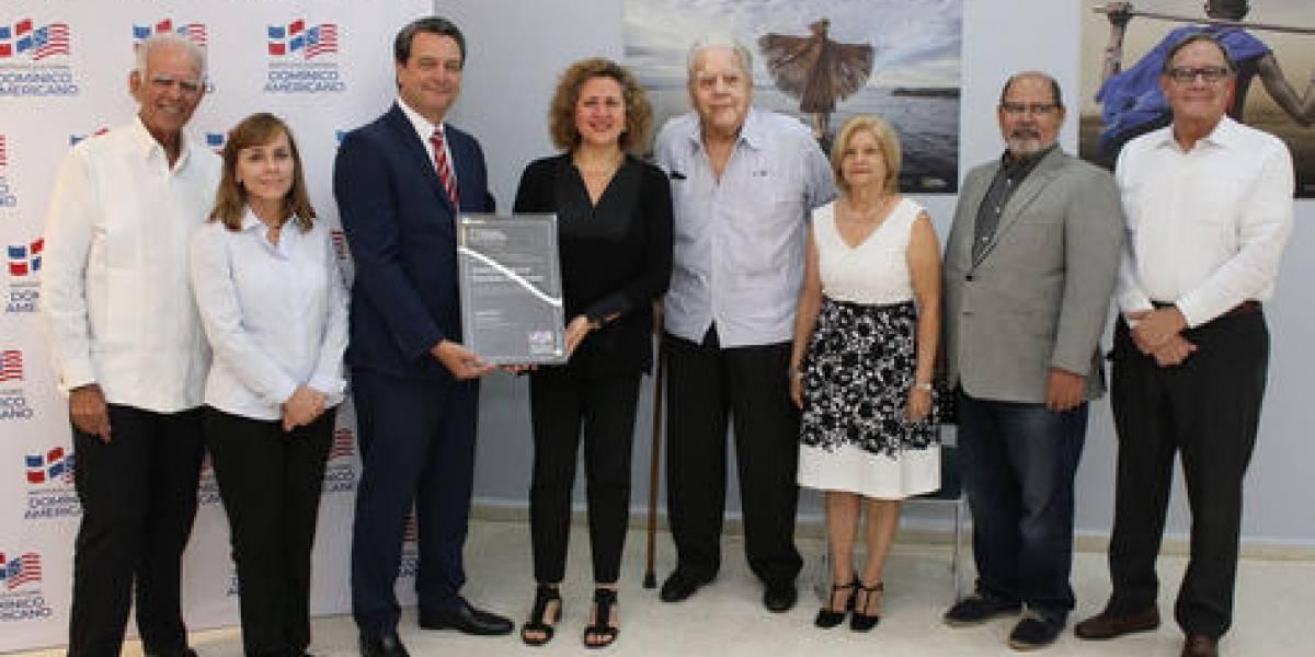 Domínico y National Geographic Learning formalizan alianza educativa y cultural
