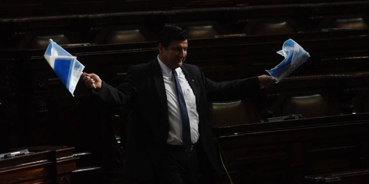 Nuevo caso de corrupción vincula a E. Galdámez y al ministro de Economía