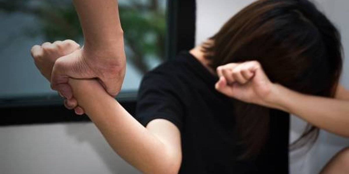 """Le sacó los ojos con sus dedos: fisicoculturista secuestró y golpeó a su novia embarazada por los """"likes"""" que daba a sus amigos de Facebook"""