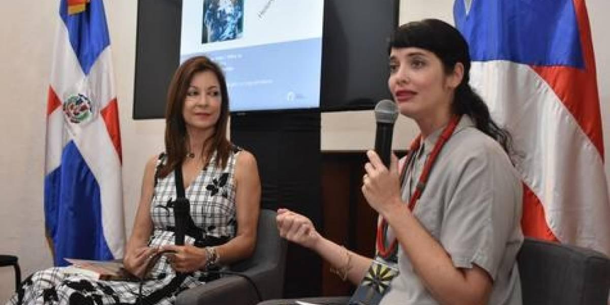 """Escritora Helena Sampedro presentó libro """"La Víspera del Grito"""""""