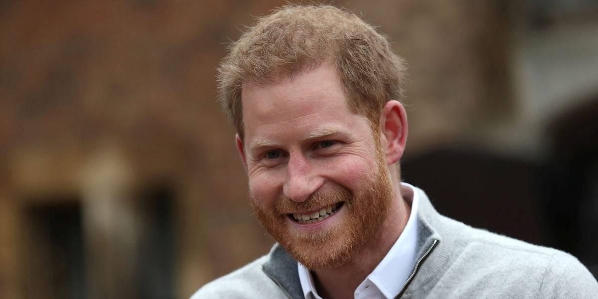 Príncipe Harry diz que 'cada flash de câmera' o faz lembrar morte da mãe