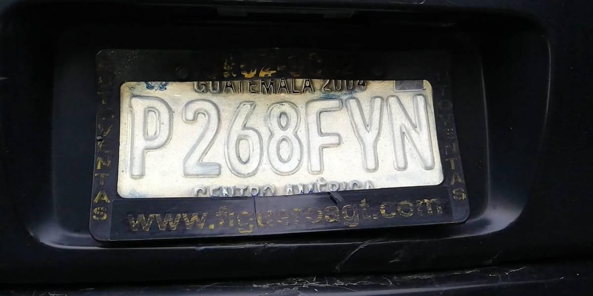 Tuiteros piden más control con vehículos que tienen las placas alteradas