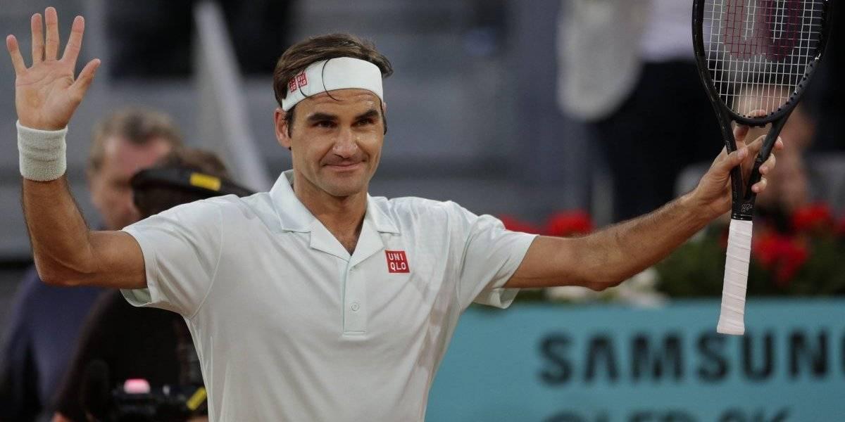 Federer no se olvidó de jugar en arcilla y le dio una clase a Gasquet en su estreno en Madrid