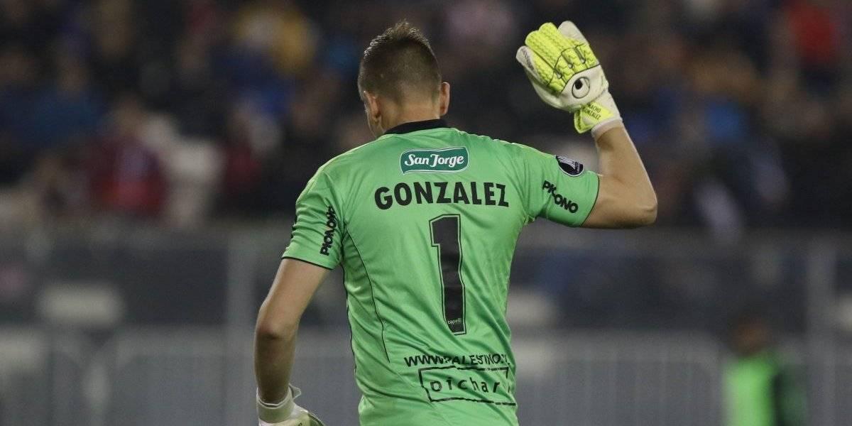 """¡Para qué te traje! El increíble """"blooper"""" de Nacho González durante el partido de Palestino y Alianza Lima"""