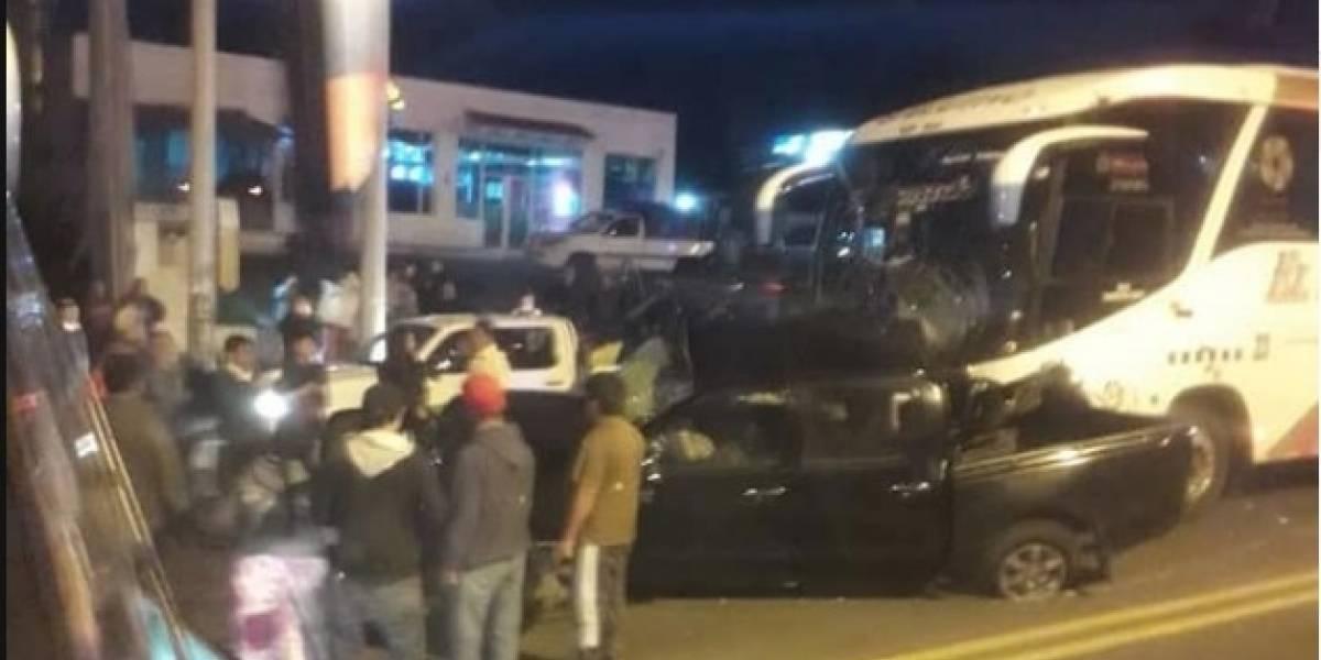 Accidente con bus interprovincial en Alóag deja fallecidos