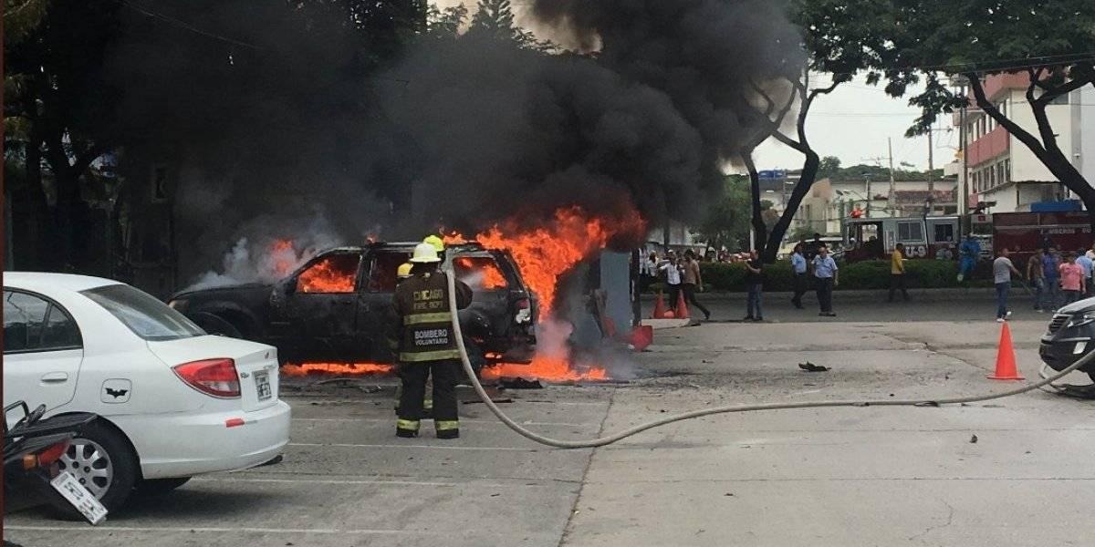 Guayaquil: Automóvil explotó en la Universidad Estatal