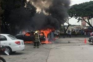 Dos vehículos se incendiaron en la Universidad Estatal