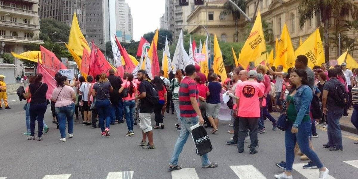 Manifestantes no centro de São Paulo protestam por melhoras nas moradias
