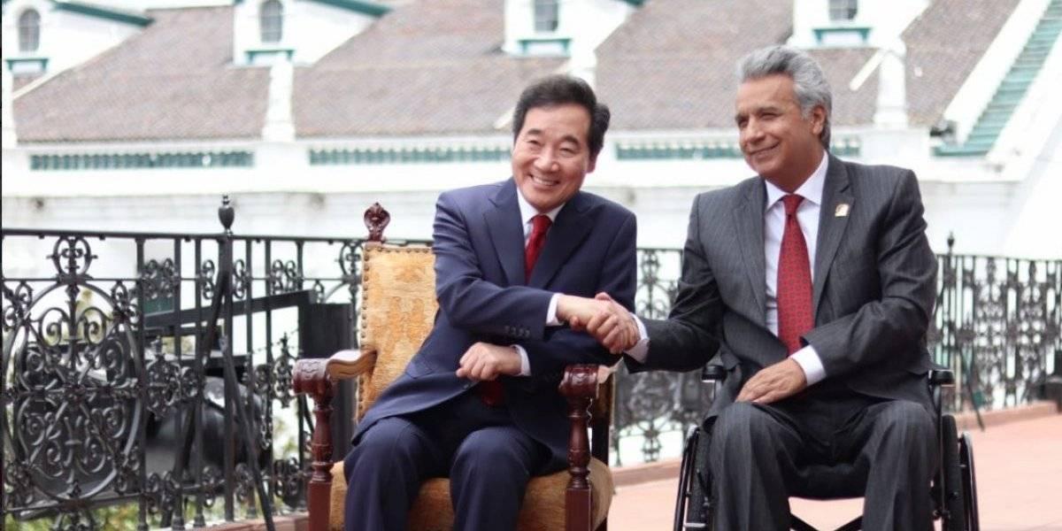 Ecuador y Corea firman 5 acuerdos y Seúl propone administrar aeropuerto Manta
