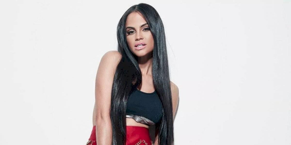Natti Natasha enciende la alfombra roja de los Premios Juventud con su sensualidad