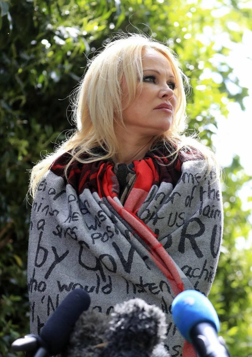 Pamela Anderson tras su visita a Julian Assange