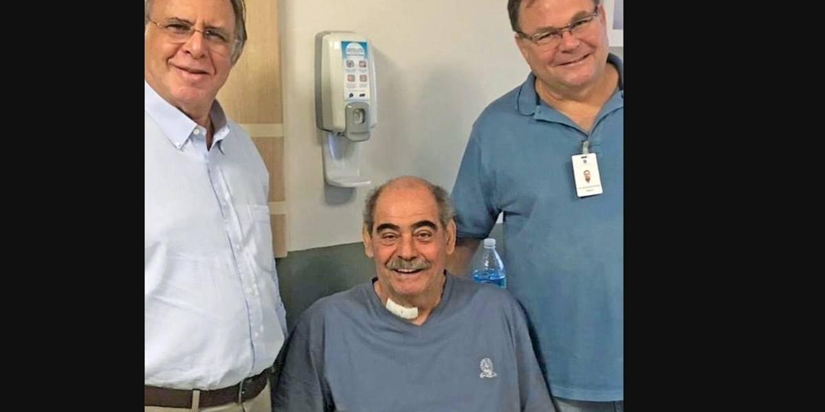 Rivellino realiza cirurgia na coluna, mas passa bem e tranquiliza fãs