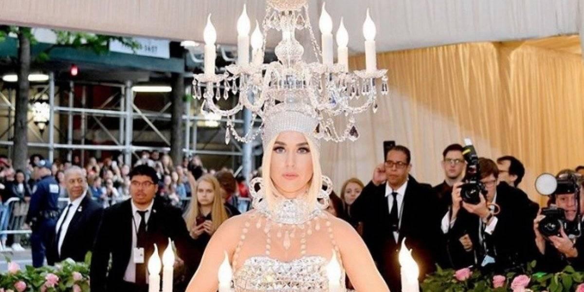 Katy Perry se viste de candelabro para la Met Gala y llueven los memes