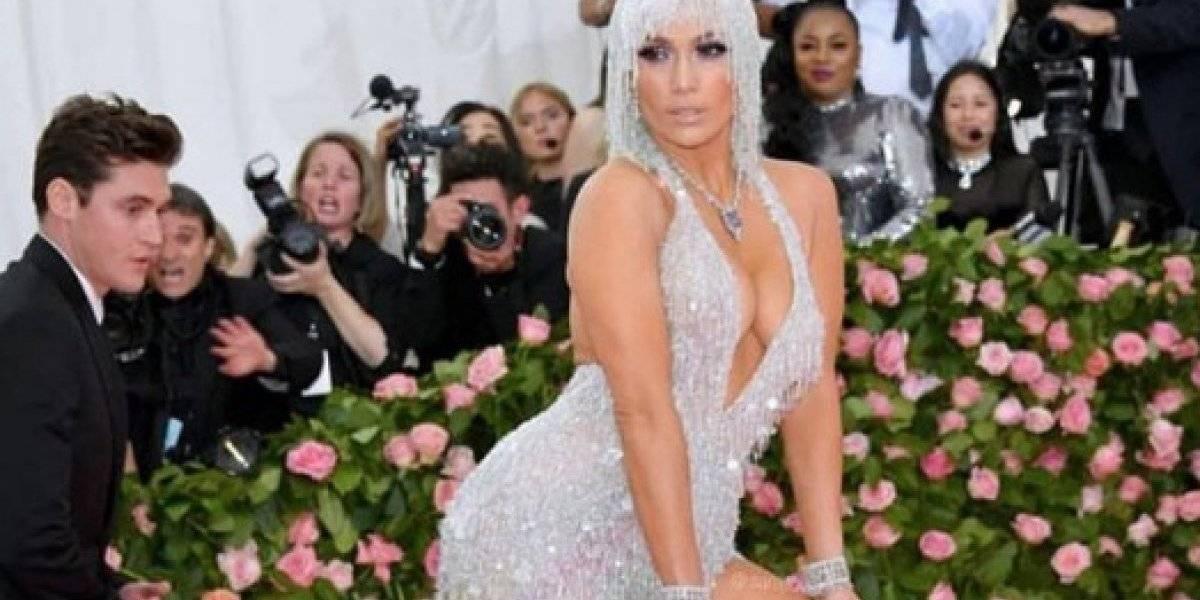 Jennifer Lopez mostró de más con su escote