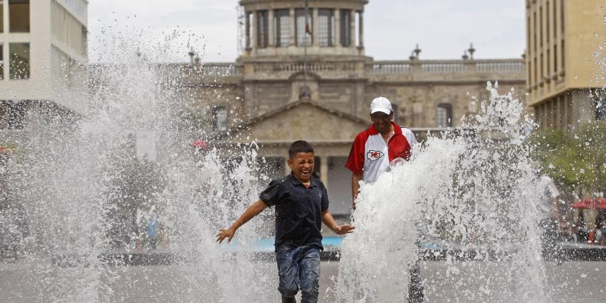 Advierten riesgos por intenso calor en la Zona Metropolitana