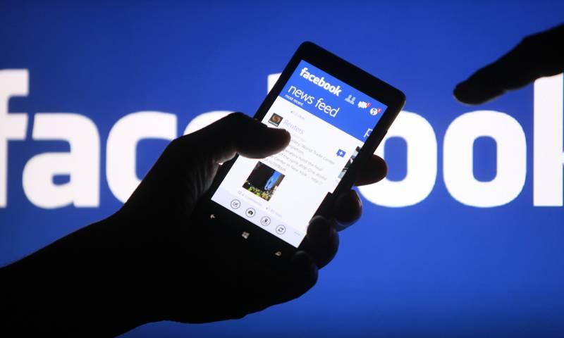 Facebook ha decidido restringir el uso de su opción para las transmisiones en vivo