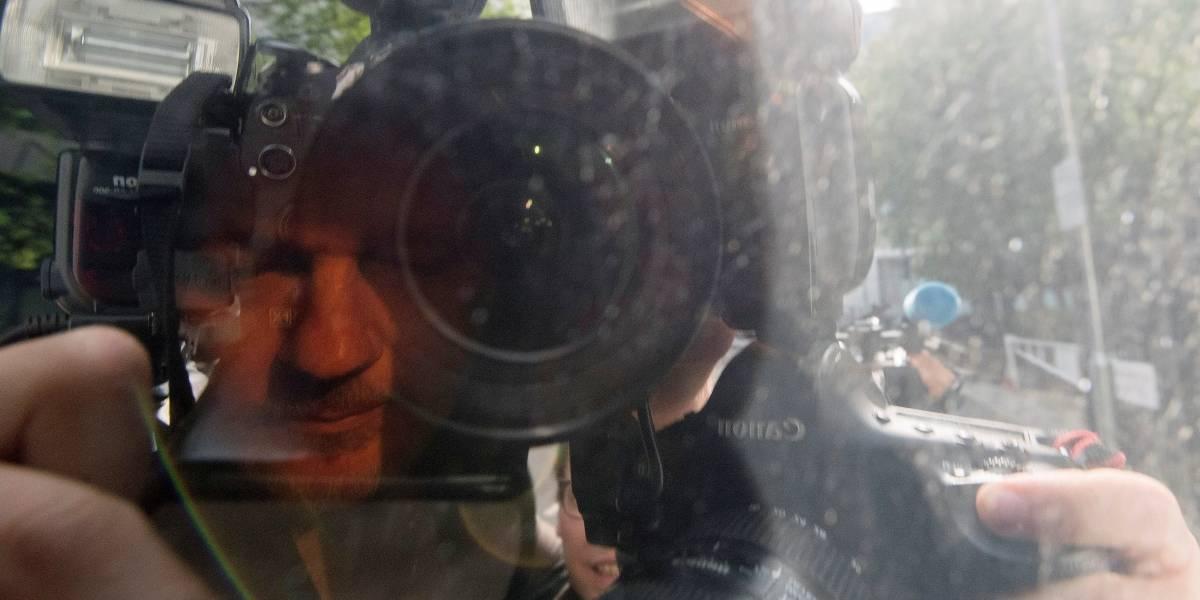 En libertad con cargos los cuatro detenidos por intentar vender vídeos de Julian Assange