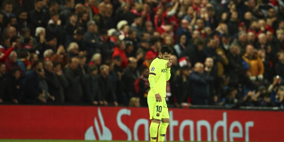 """""""Vendidos, todo el puto año alentándolos"""": Hinchas del Barcelona encaran a Messi y compañía tras la debacle en Liverpool"""