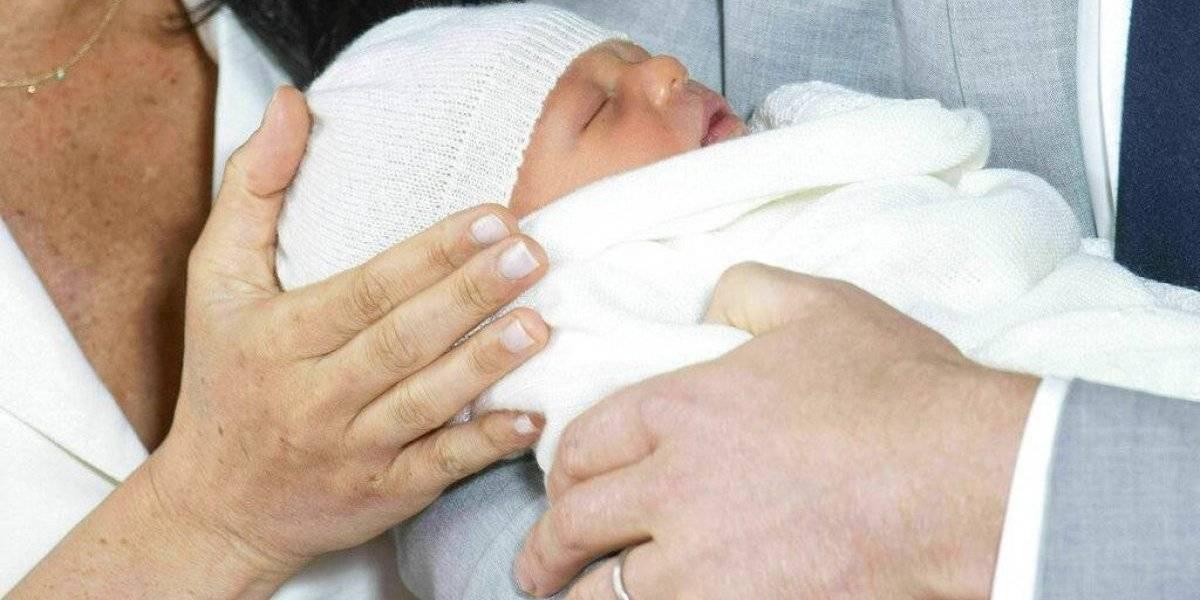 Meghan y el príncipe Harry muestran al Bebé Sussex