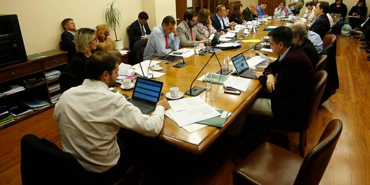 Eutanasia: Comisión de Salud de Cámara aprueba incluir a menores de 14 a 18 años