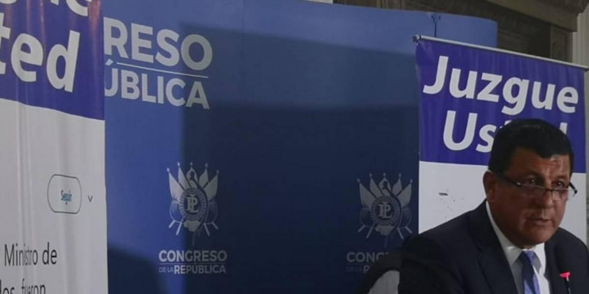 Espían a reporteros en conferencia del candidato de FCN-Nación, Estuardo Galdámez