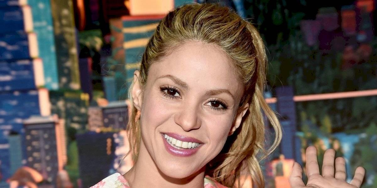 Shakira causa polémica al montar bicicleta