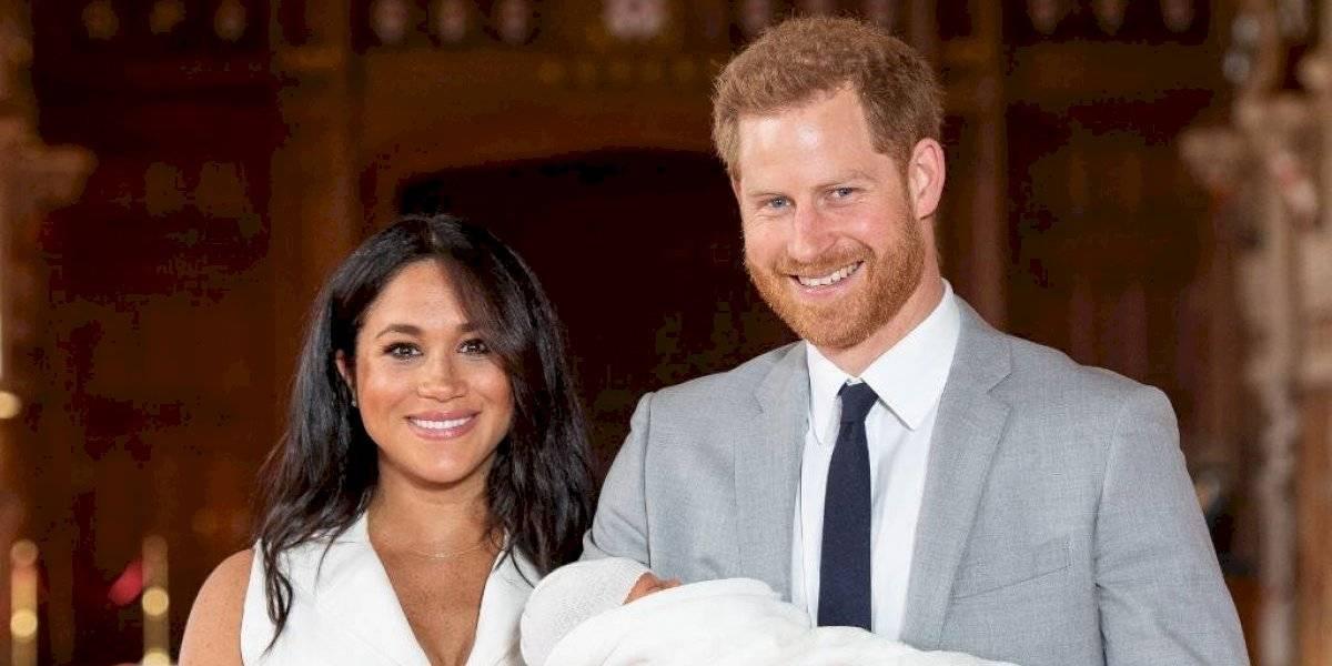 El príncipa Harry y Meghan muestran la carita del bebé Archie