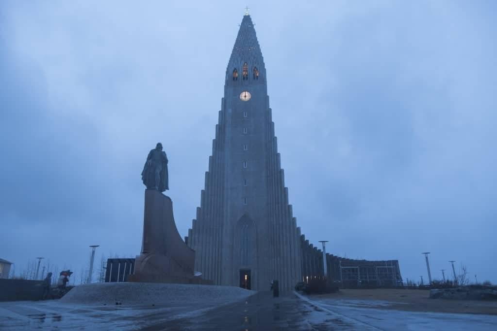 Iglesia Hallgrímskirkja en Reykjavík, Islandia |Suministrada pro Latitud Perfecta