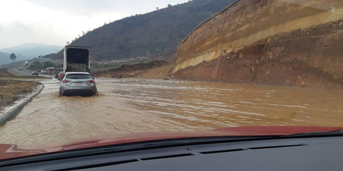 Se inunda parte del Libramiento de Chimaltenango