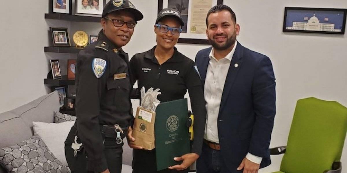 Reconocen primera mujer en División de Transportación y Grúa Policía Municipal de S. J.
