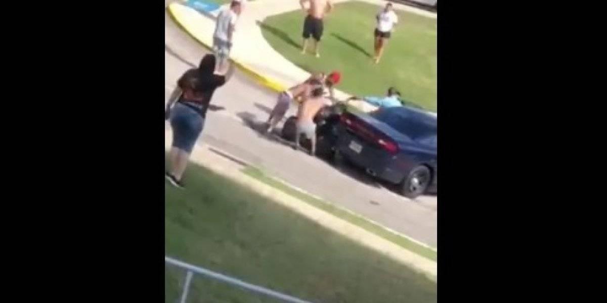 "Cargos contra tres sujetos implicados en agresión con un agente por ""four track"""