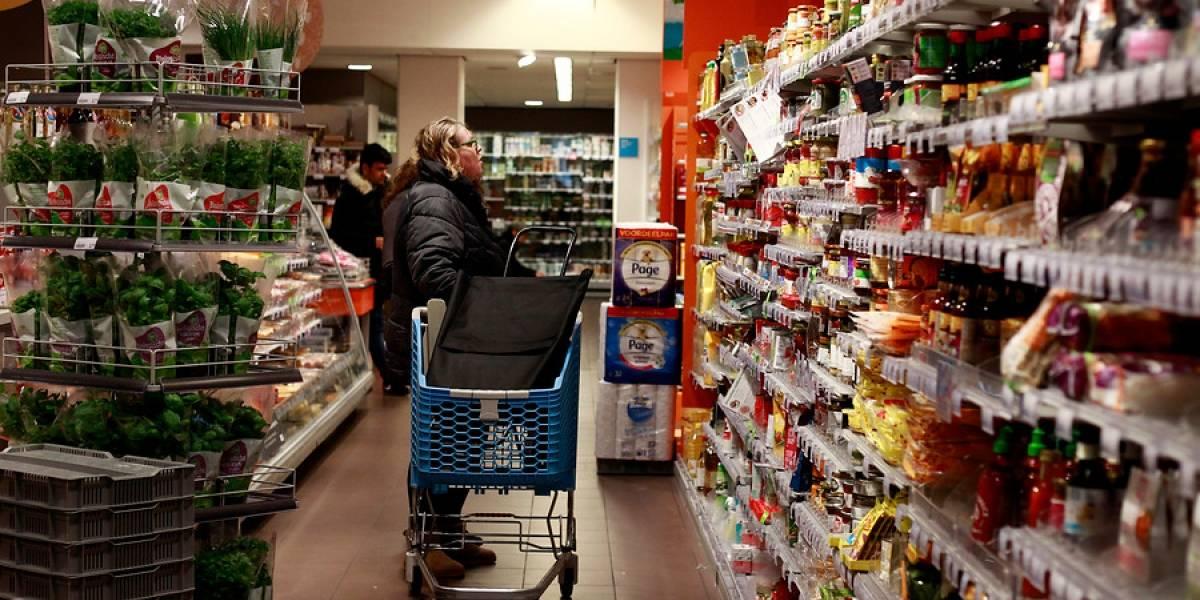 ¿Aplicable en Chile? Cómo Argentina busca regular que empresas grandes no tengan tanto más espacio que las chicas en las góndolas de supermercados