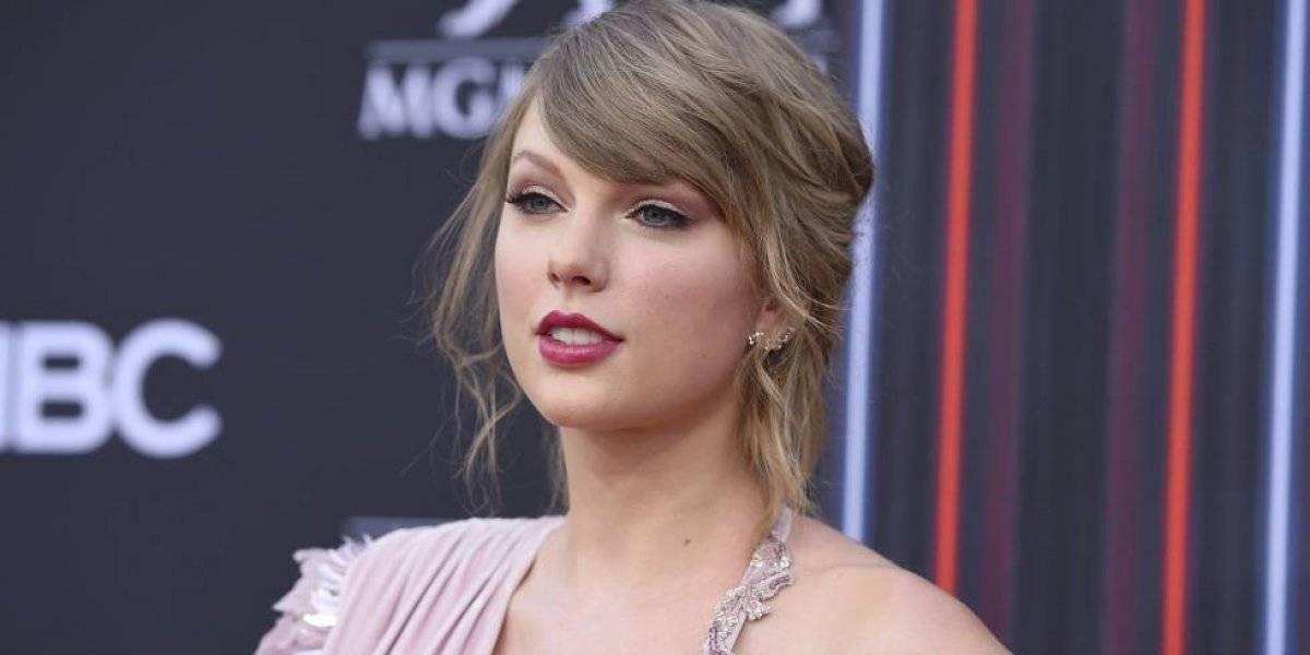 FOTOS. Captan a Taylor Swift en bikini y las críticas se van a su trasero