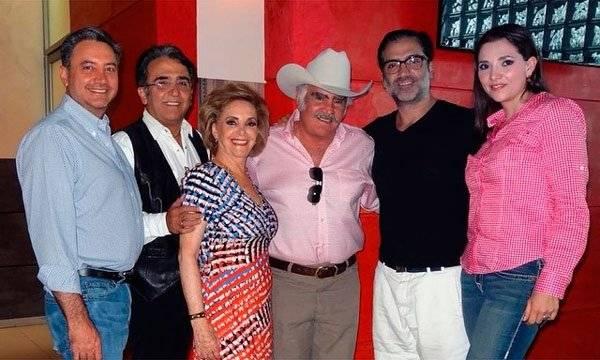 Vicente Fernández y su familia