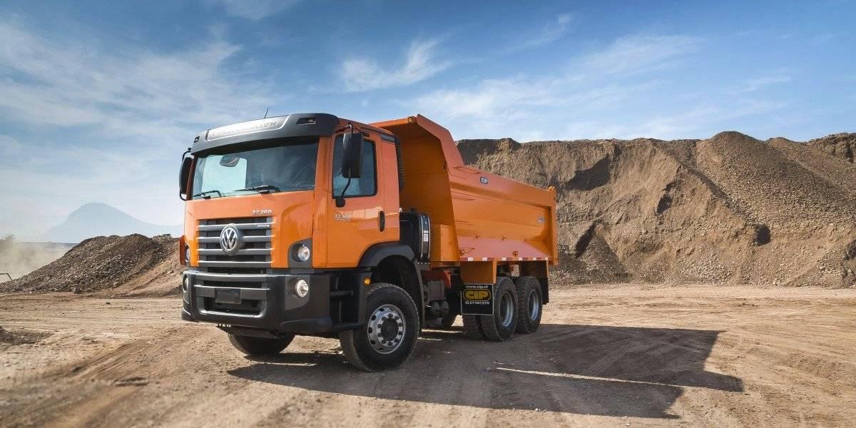 Volkswagen suma un superrobusto camión faenero para conquistar la minería