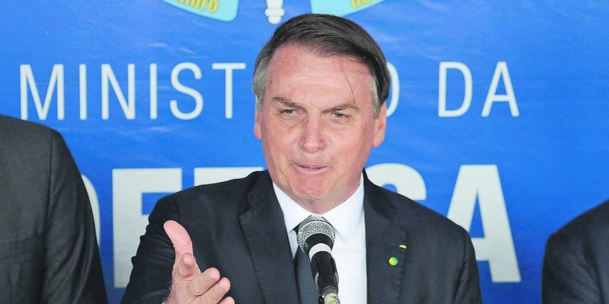Bolsonaro autoriza porte de armas limitado