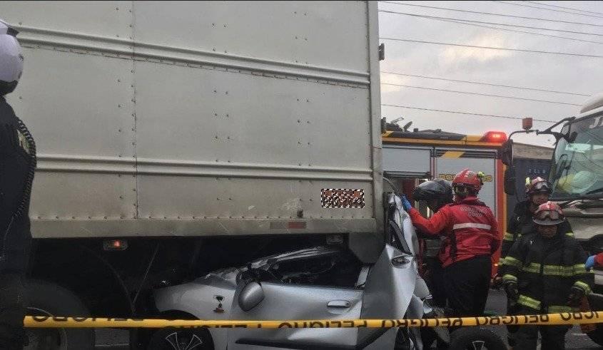 Quito: Accidentes sobre la Simón Bolívar y otros sectores obstaculizan carriles