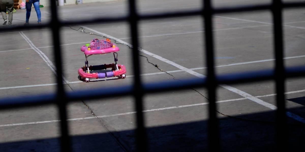 Mujer con enfermedad mental dio a luz sola en una celda de aislamiento en Florida
