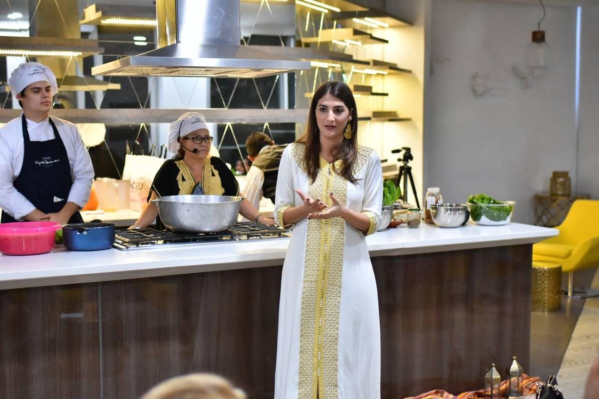 Los chef Carlos Asmus, Dounia Rahbany y Odette Yidi, directora ejecutiva del Instituto de Cultura Árabe de Colombia. Jairo Cassiani