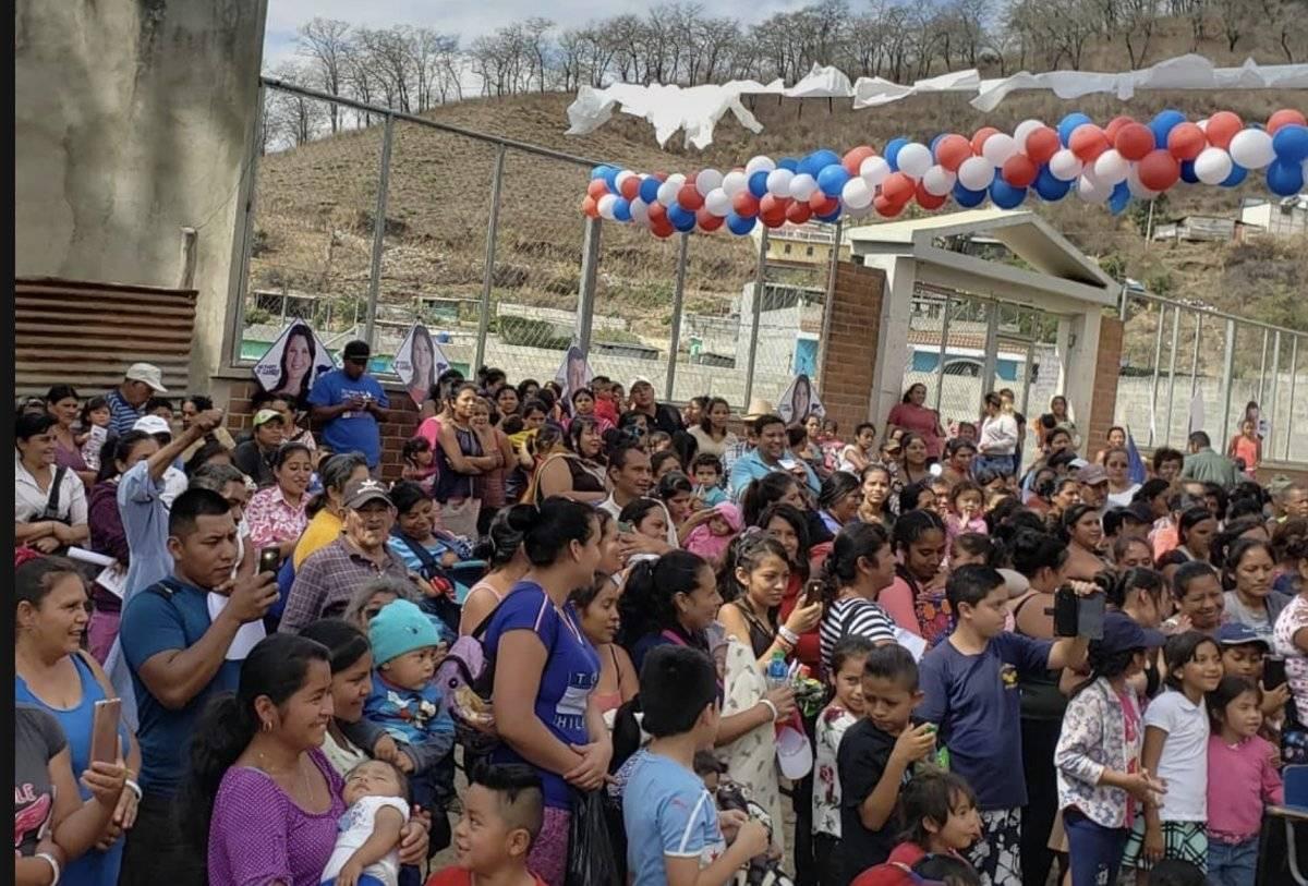 Mujeres y niños, en su mayoría, asistieron a la actividad política de FCN-Nación en San Pedro Ayampuc.