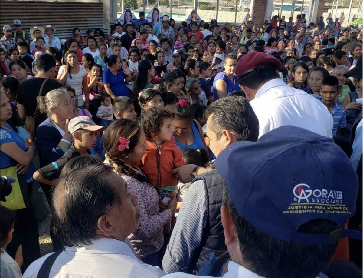 El presidenciable de FCN-Nación saludó a las personas que asistieron al mitin político en San Pedro Ayampuc.