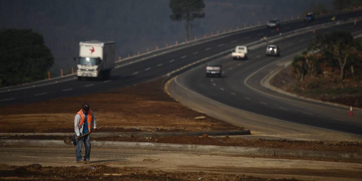 """VIDEO. Jimmy Morales dice que carretera está en """"óptimas condiciones"""""""