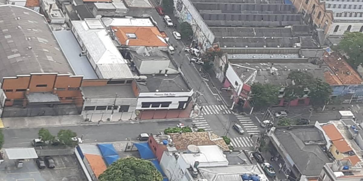 Ladrão morre após trocar tiros com policiais em tentativa de assalto na Mooca