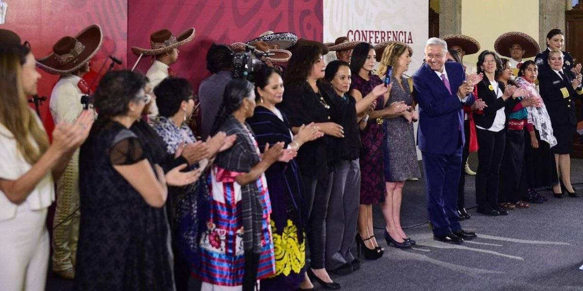 ¡Con mariachi! AMLO celebra el Día de las Madres en Palacio Nacional