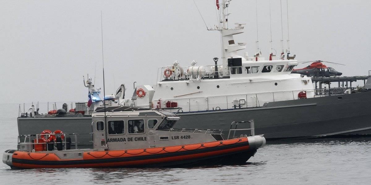 Armada captura otras dos naves peruanas que pescaban tiburón en mar chileno