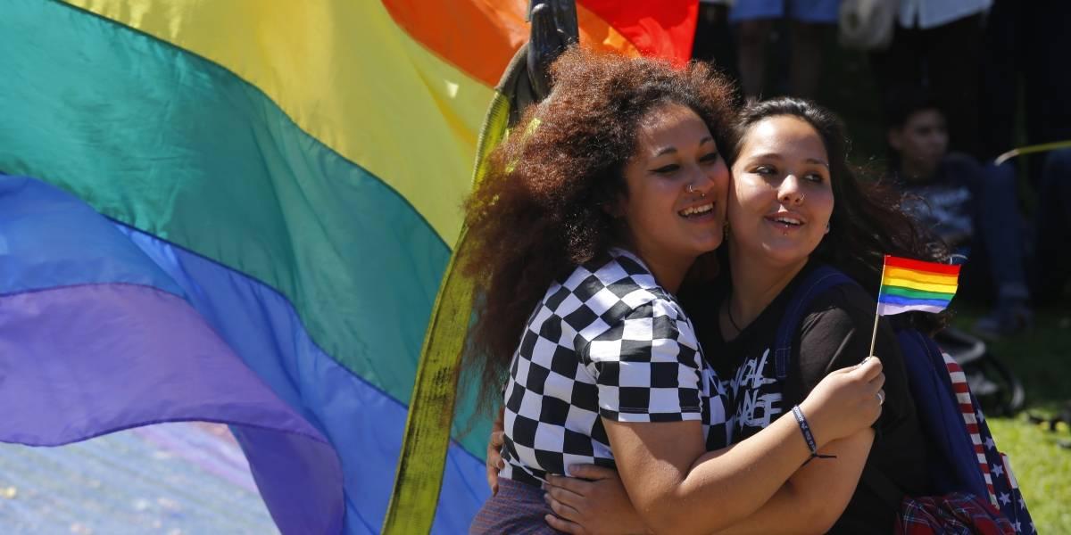 El complejo escenario de ser lesbiana o bisexual en Chile, según un estudio