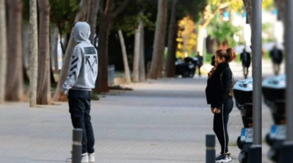 Shakira y Piqué paseando