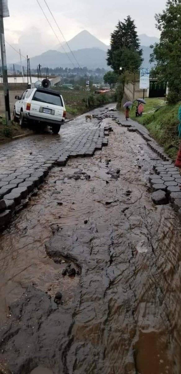 La lluvia ha provocado daños en la carretera. Foto: Jaime Soc, de EU