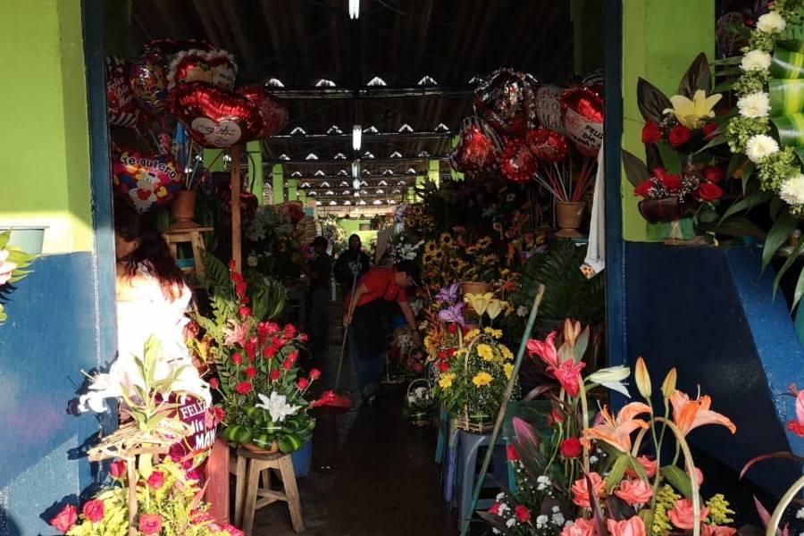 Chocolates Flores Y Música Para Celebrar El 10 De Mayo Día