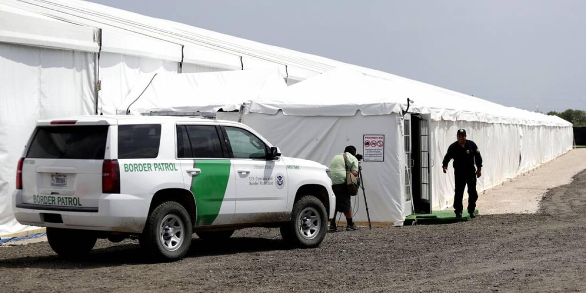 EEUU planifica instalar más carpas para detener a migrantes
